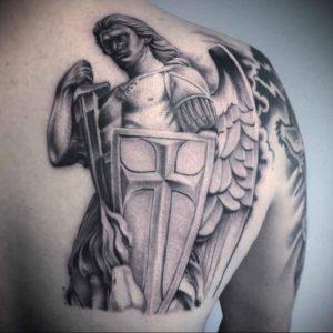 Фото тату ангел на лопатке 09.03.2020 №005 -tattoo on the shoulder- tattoo-photo.ru