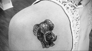 Фото тату на левой лопатке 09.03.2020 №063 -tattoo on the shoulder- tattoo-photo.ru