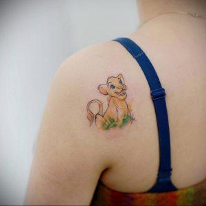 Фото тату на лопатке Лев 09.03.2020 №006 -tattoo on the shoulder- tattoo-photo.ru