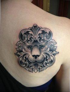 Фото тату на лопатке Лев 09.03.2020 №010 -tattoo on the shoulder- tattoo-photo.ru