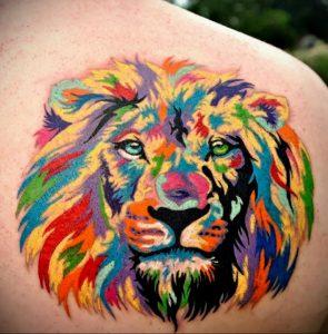 Фото тату на лопатке Лев 09.03.2020 №014 -tattoo on the shoulder- tattoo-photo.ru