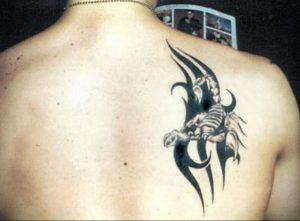 Фото тату на лопатке Скорпион 09.03.2020 №003 -tattoo on the shoulder- tattoo-photo.ru