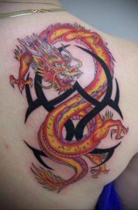 Фото тату на лопатке дракон 09.03.2020 №004 -tattoo on the shoulder- tattoo-photo.ru