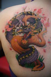 Фото тату на лопатке дракон 09.03.2020 №018 -tattoo on the shoulder- tattoo-photo.ru