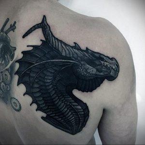 Фото тату на лопатке дракон 09.03.2020 №033 -tattoo on the shoulder- tattoo-photo.ru