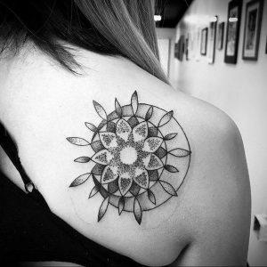 Фото тату на правой лопатке 09.03.2020 №032 -tattoo on the shoulder- tattoo-photo.ru