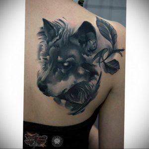 Фото тату с волком на лопатке 09.03.2020 №004 -tattoo on the shoulder- tattoo-photo.ru