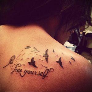 Фото тату с птицей на лопатке 09.03.2020 №005 -tattoo on the shoulder- tattoo-photo.ru