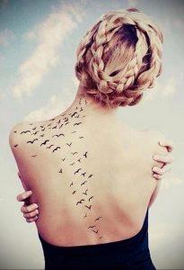 Фото тату с птицей на лопатке 09.03.2020 №009 -tattoo on the shoulder- tattoo-photo.ru