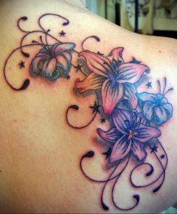 Фото тату с цветами на лопатке 09.03.2020 №016 -tattoo on the shoulder- tattoo-photo.ru