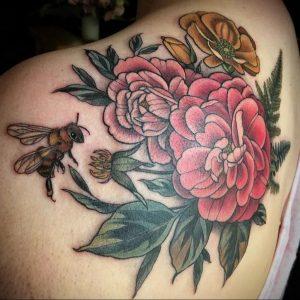 Фото тату с цветами на лопатке 09.03.2020 №034 -tattoo on the shoulder- tattoo-photo.ru