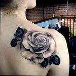 Фото черной тату на лопатке 09.03.2020 №017 -tattoo on the shoulder- tattoo-photo.ru