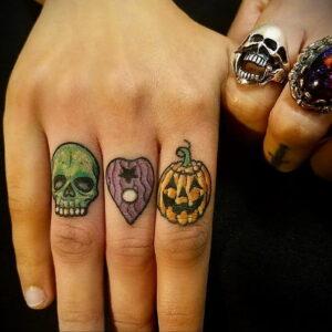 Фото маленькой тату для ведьмы 28.01.2021 №0049 - small witch tattoo - tattoo-photo.ru